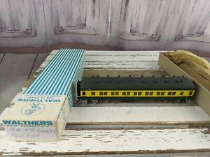 C-amp-W-coach-passenger-nw-401-northwestern-green-yellow-train-car-toy-HO-freight