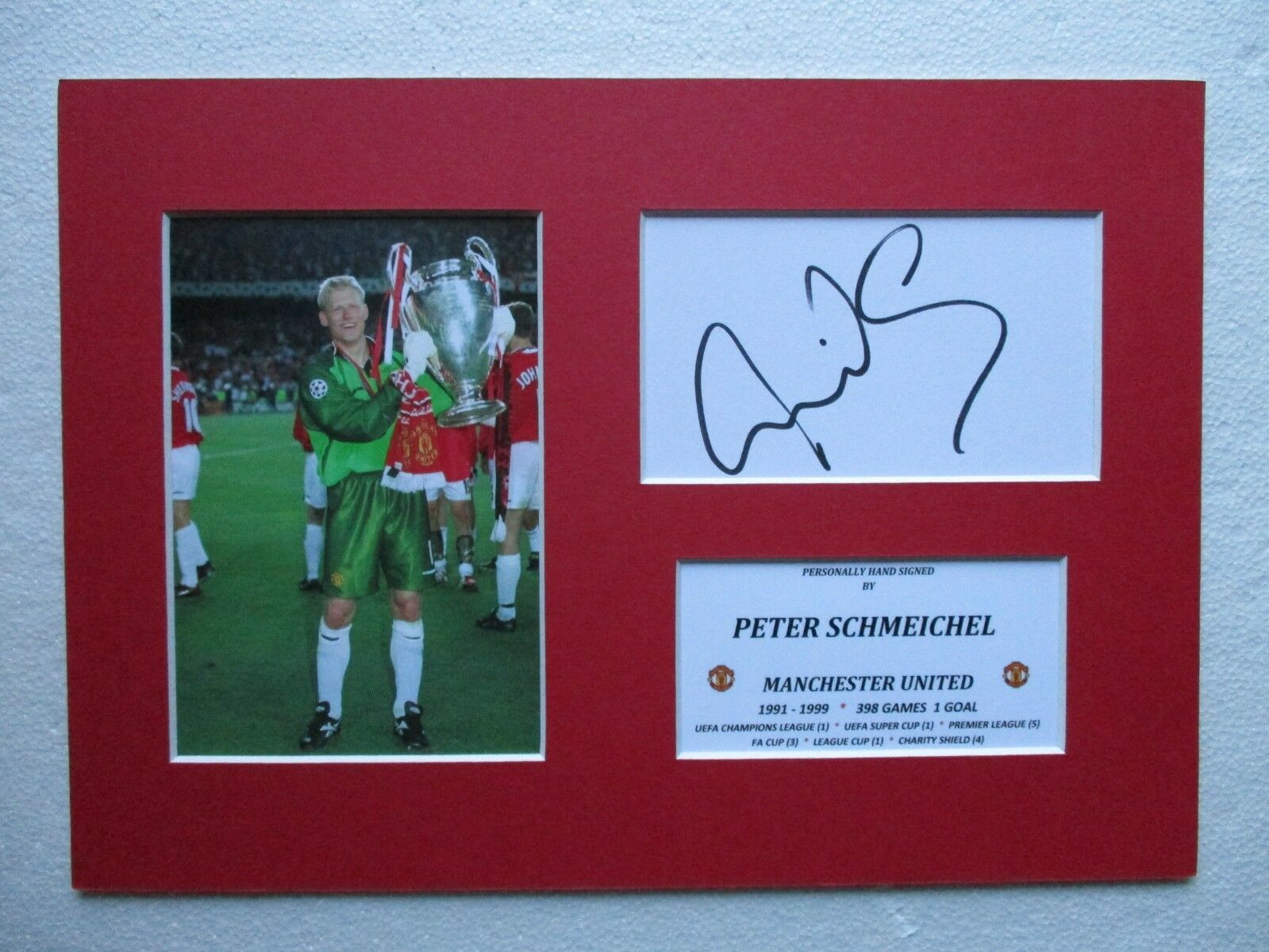 38a31b83898 MANCHESTER UNITED PETER SCHMEICHEL SIGNED A4 MOUNTED CARD   PHOTO DISPLAY -  COA