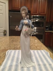 Lladro-6427-A-Flower-For-You-Mint-Condition