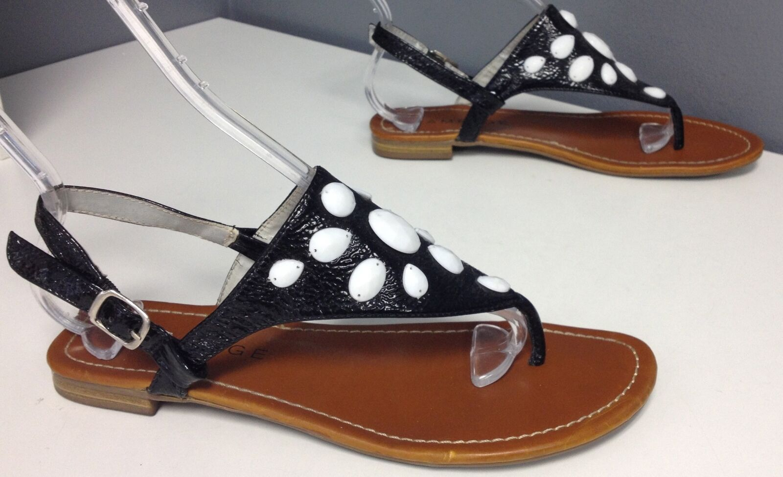 RAMPAGE Black White Bead Accented Top Ankle Buckle Flip Flop Sandal Sz 8.5 B4203