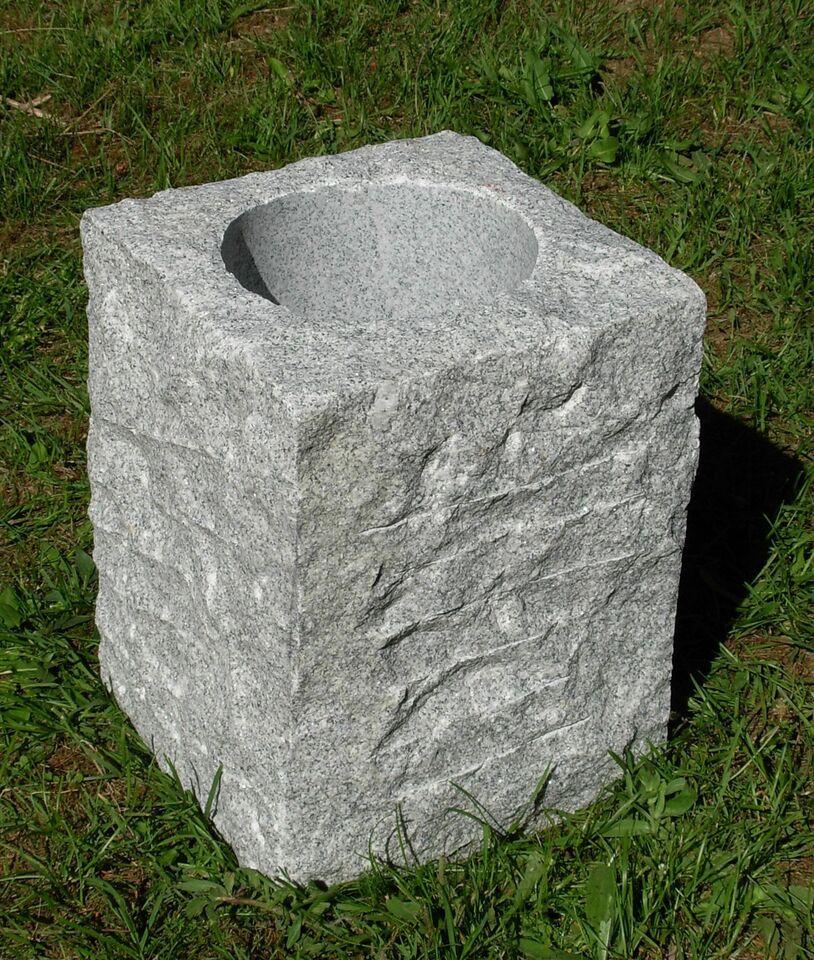 Håndlavede granitkrukker