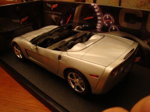 1/18 Chevrolet Corvette V8 C6 Roadster en argent avec hotwheels rare de peau noire