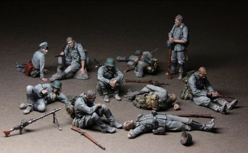 1 35 Scale Unpainted Resin Figure  WWII German infantrymen At Rest 10 figures