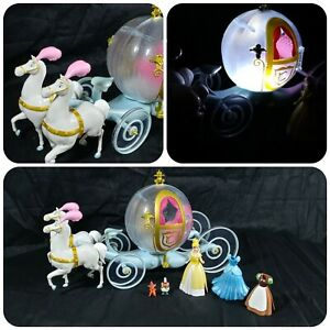Disney-Parks-Cinderella-Horse-amp-Carriage-Light-Up-Play-Set-Outfit-Changing