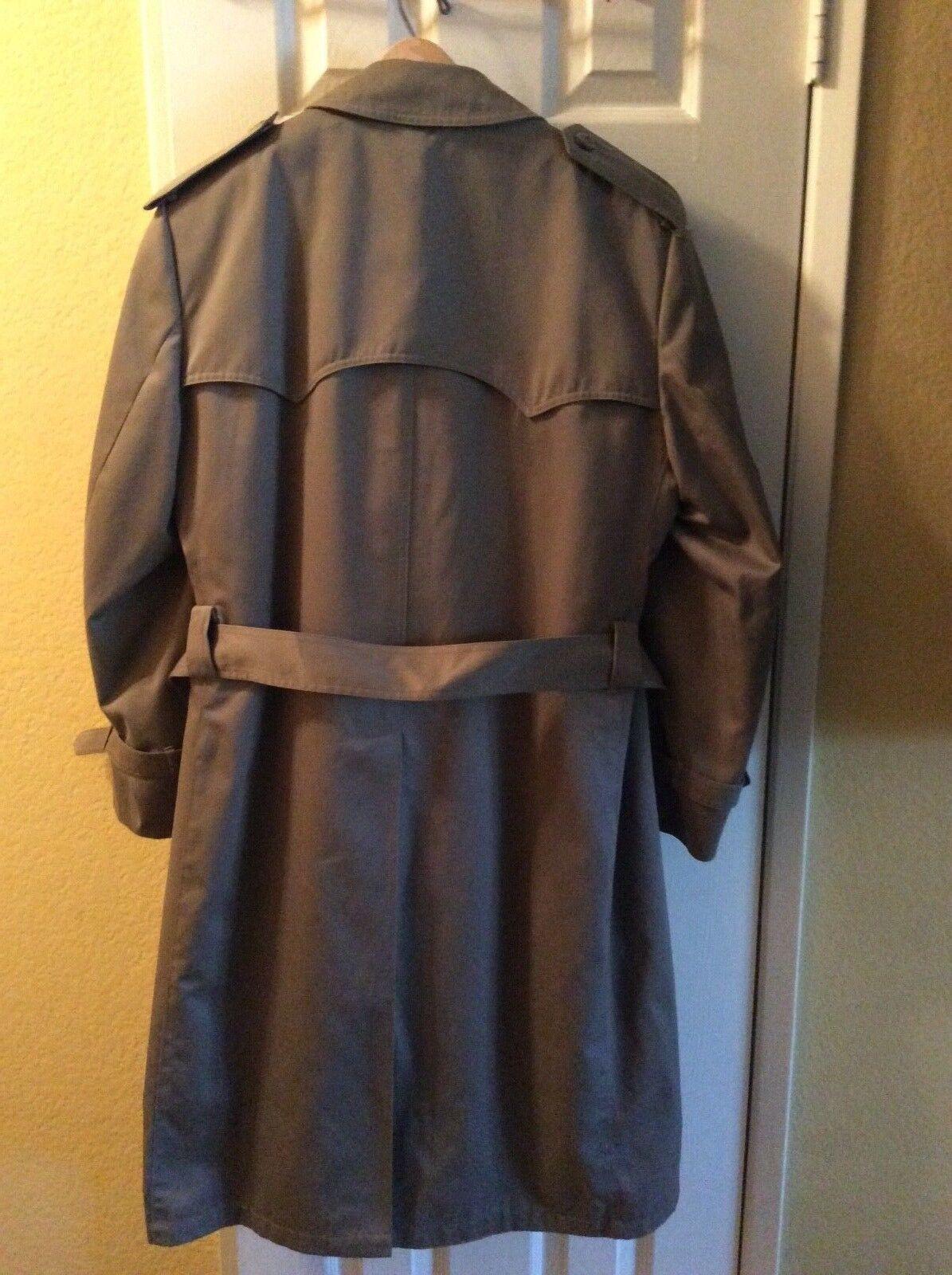 Men's Khaki  Lined Trench Coat  40R  Virtually NEW    London Fog Style