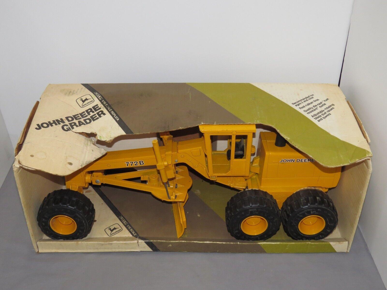 John Deere 772B Moteur Niveleuse 1 16 ERTL Toy  511 die cast métal JD New in Box énorme