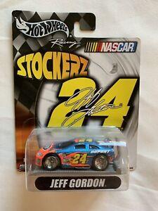 Hot-Wheels-Racing-Stockerz-24-Dupont-Jeff-Gordon-Nascar-2004