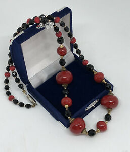 Vintage-Necklace-Glass-amp-Ceramic-Beads-Black-amp-Red-Collar-Length-Pretty-Costume