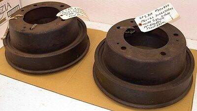 64-85 GM 9.5 Rear Axle Factory Finned Cast Brake Drums /& Riveted Shoes Set Kit