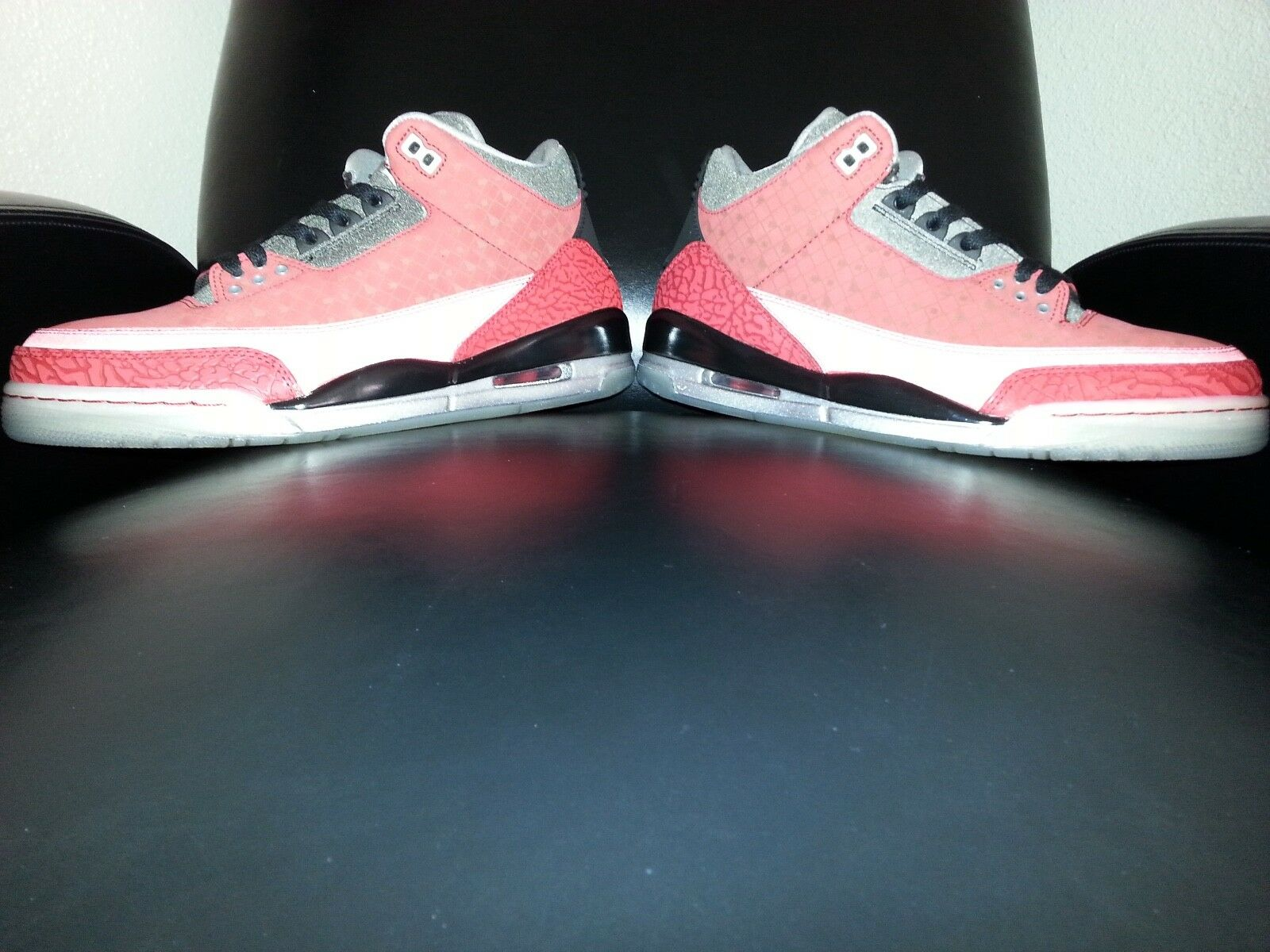 Air Jordan III Retro 2010 DB Doernbecher Varsity Red Black Size 10 (Used)