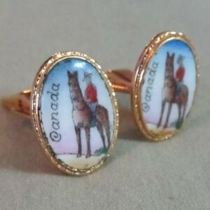 Mens-Vintage-HAND-PAINTED-CANADIAN-MOUNTY-CUFFLINKS-Costume-Jewelry-D83