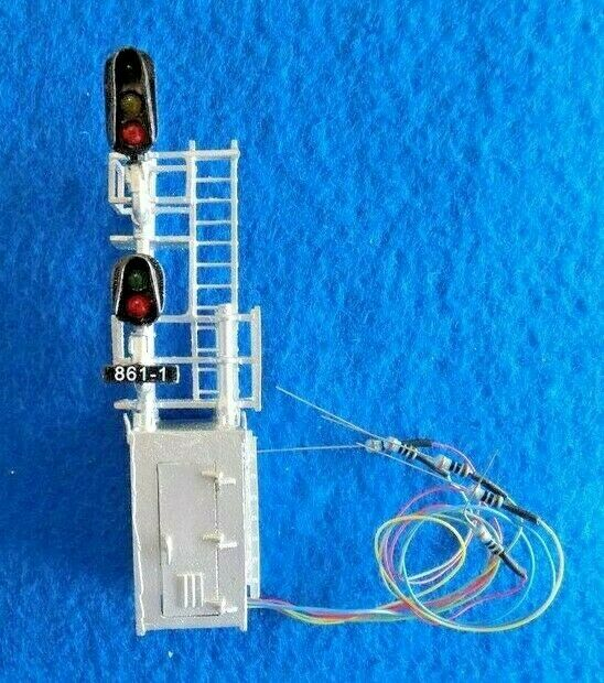 HO N.J. INTERNATIONAL 1072 Modern HouseMast Combo Signal 2 Head 3 over 2 D Type