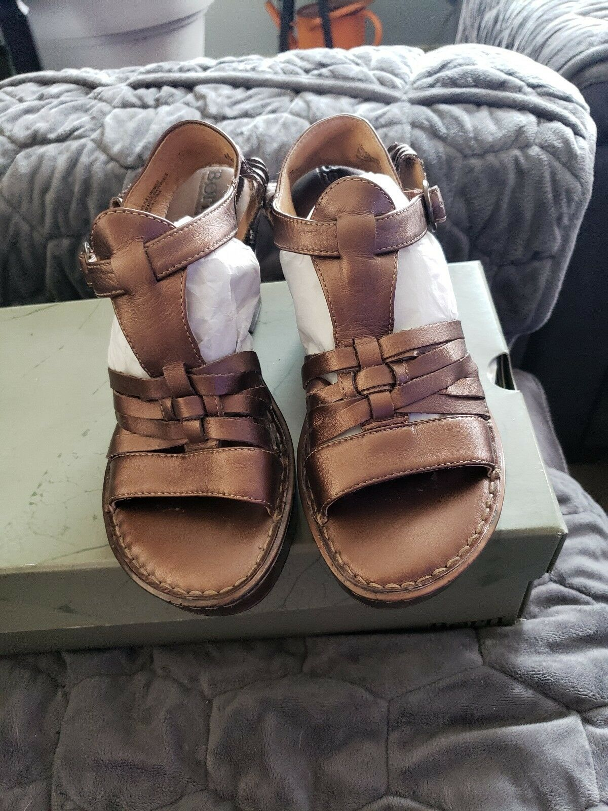 NEW Born Womens Lucio Sandles - Size 8  - gold Leather Wedge
