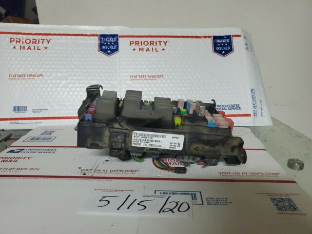 2006 06 Ford F250 F350 Diesel 6 0 Fuse Relay Box Block 6c3t
