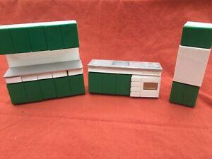 Puppenstube-Kueche-mit-Kuehlschrank-Spuele-und-Herd-DDR-Ostalgie-Plaste-PVC