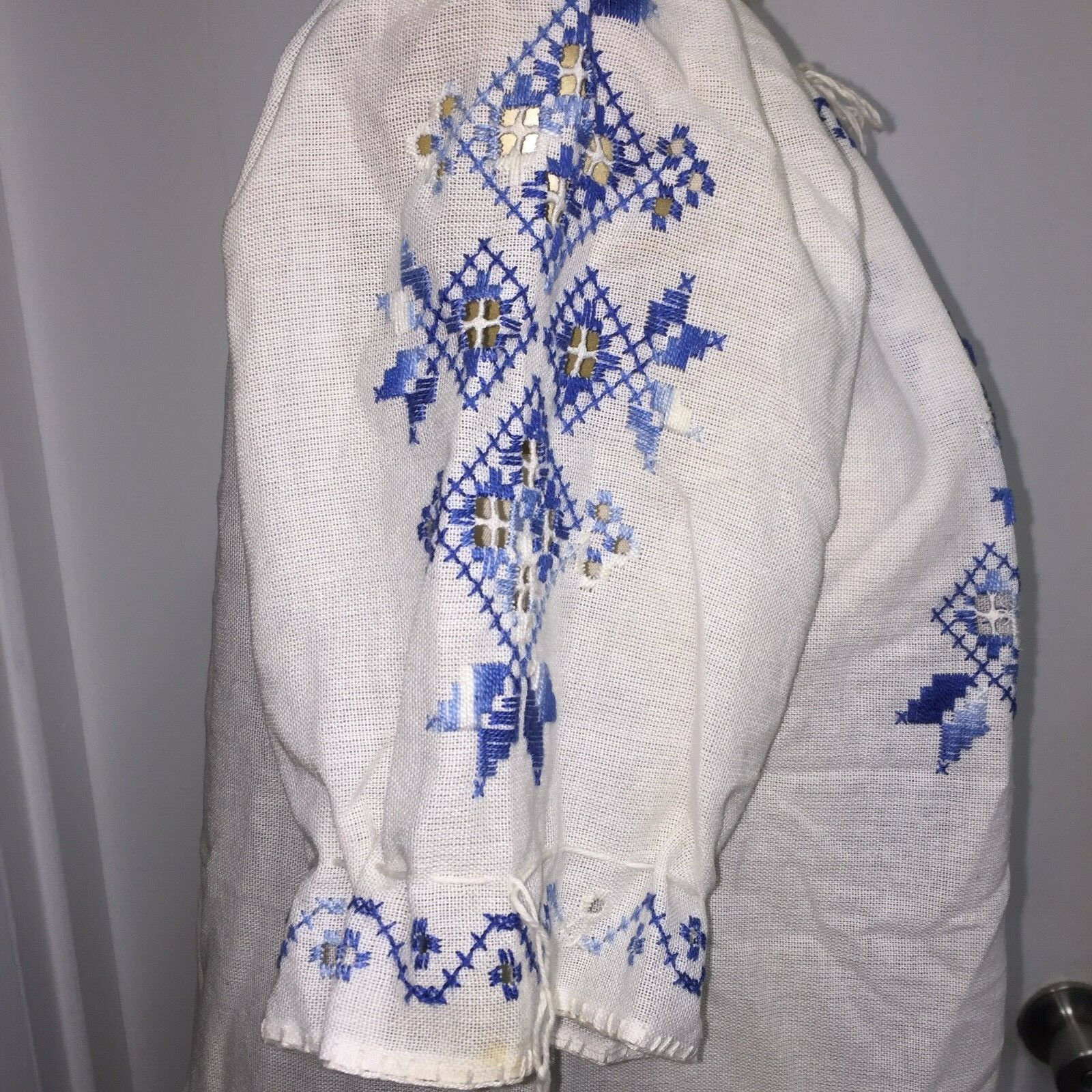 ⭐Vtg Hungarian Matyo Style Blouse Embroidered Pea… - image 2