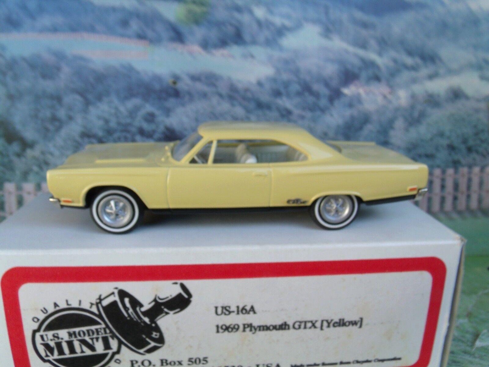 1 43 US model 1969 Plymouth GTX Weiß metal