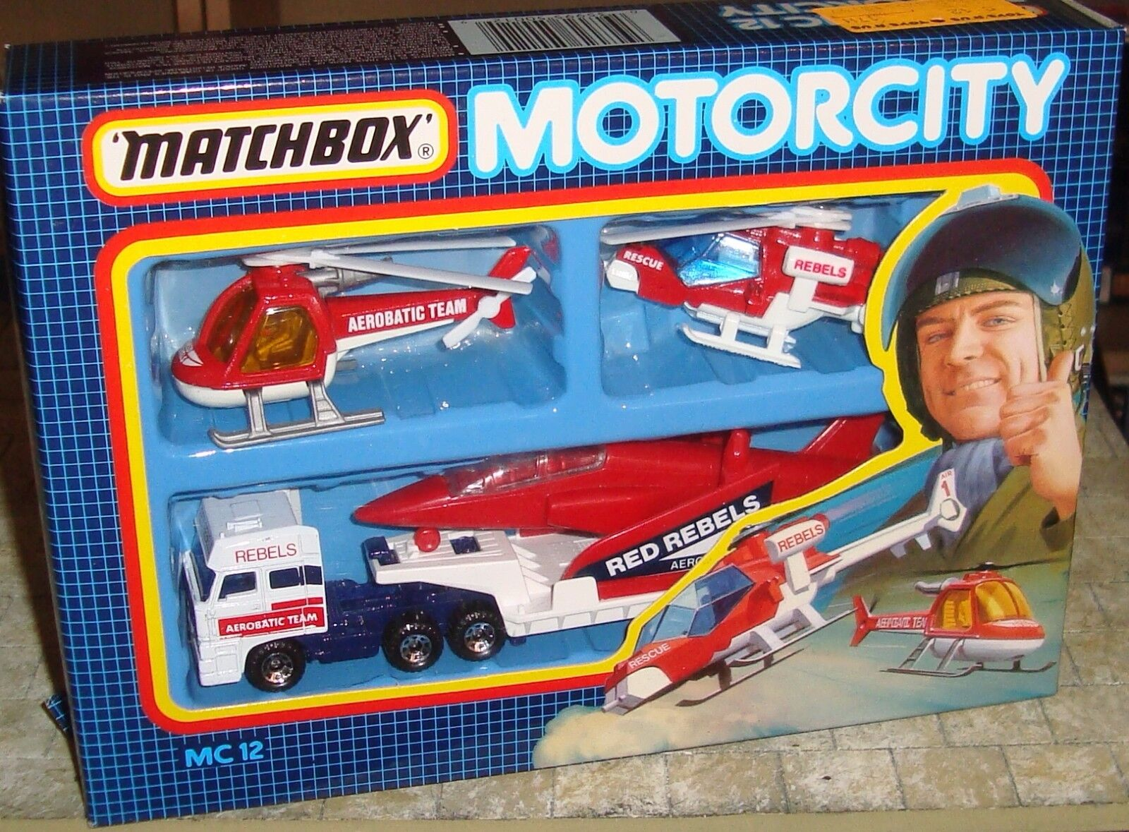 MATCHBOX - MOTORCITY - RED REBELS PLANE TRANSPORTER & HELICOPTERS SET - MC 12