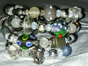 Memory-Wire-Wrapped-Bracelet-With-Grey-amp-White-Color-Toned-Glass-Beads-Handmade