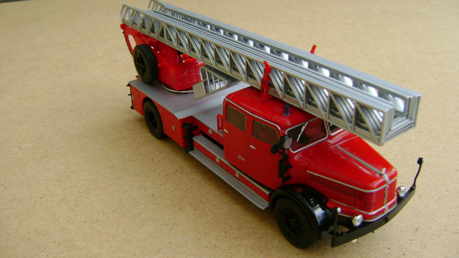 Krupp Tiger DL52 Metz Drehleiter Feuerwehr 1 43 von IXO neu    Bestellung willkommen