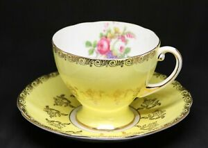 Royal-Standard-Fine-Bone-China-Yellow-Teacup-and-Saucer-w-Flowers-amp-Gold-Trim
