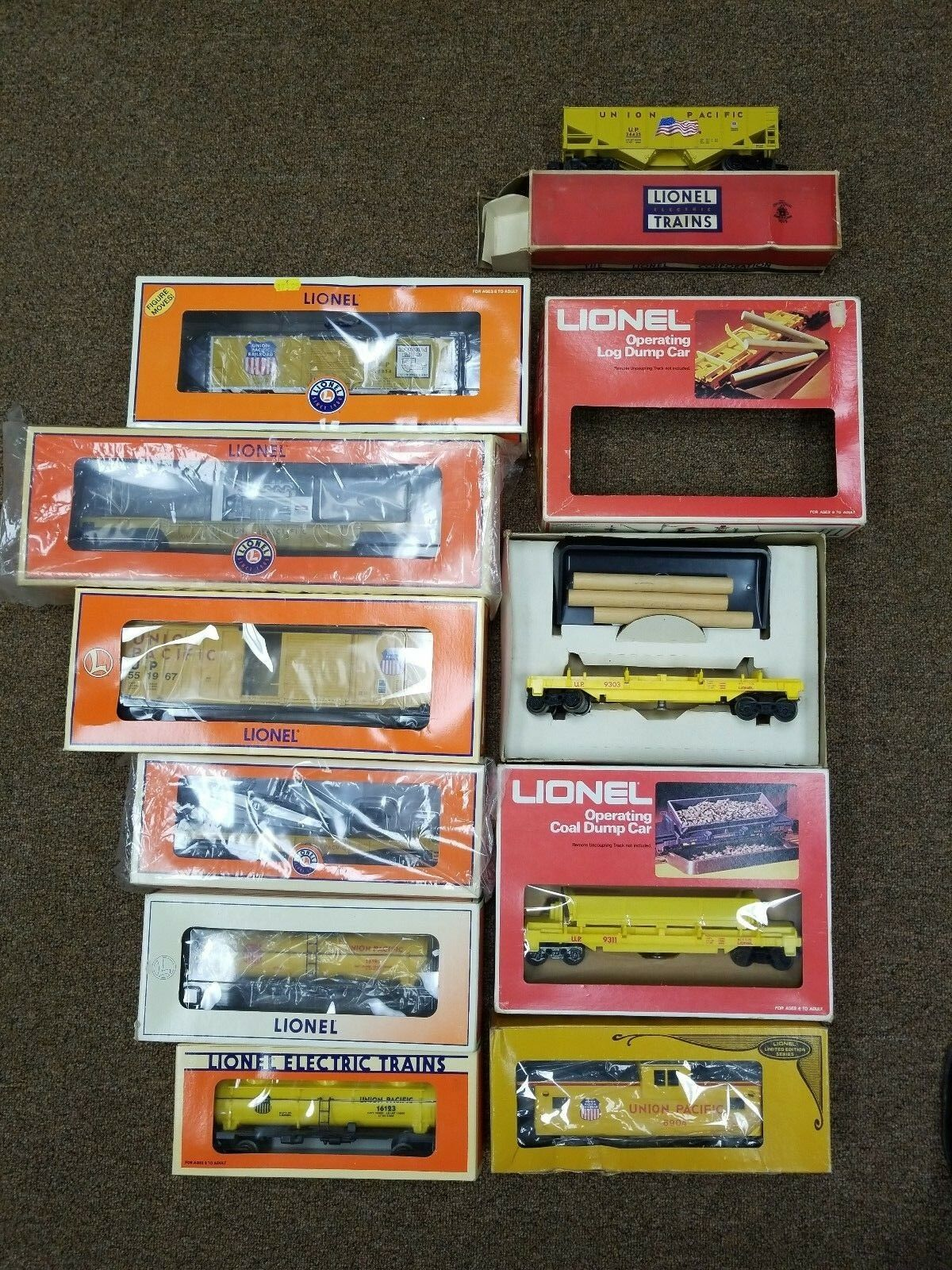 GREAT DEAL DEAL DEAL  11 Piece Lionel Union Pacific Locomotive and Freight Set + BONUS 7ec652