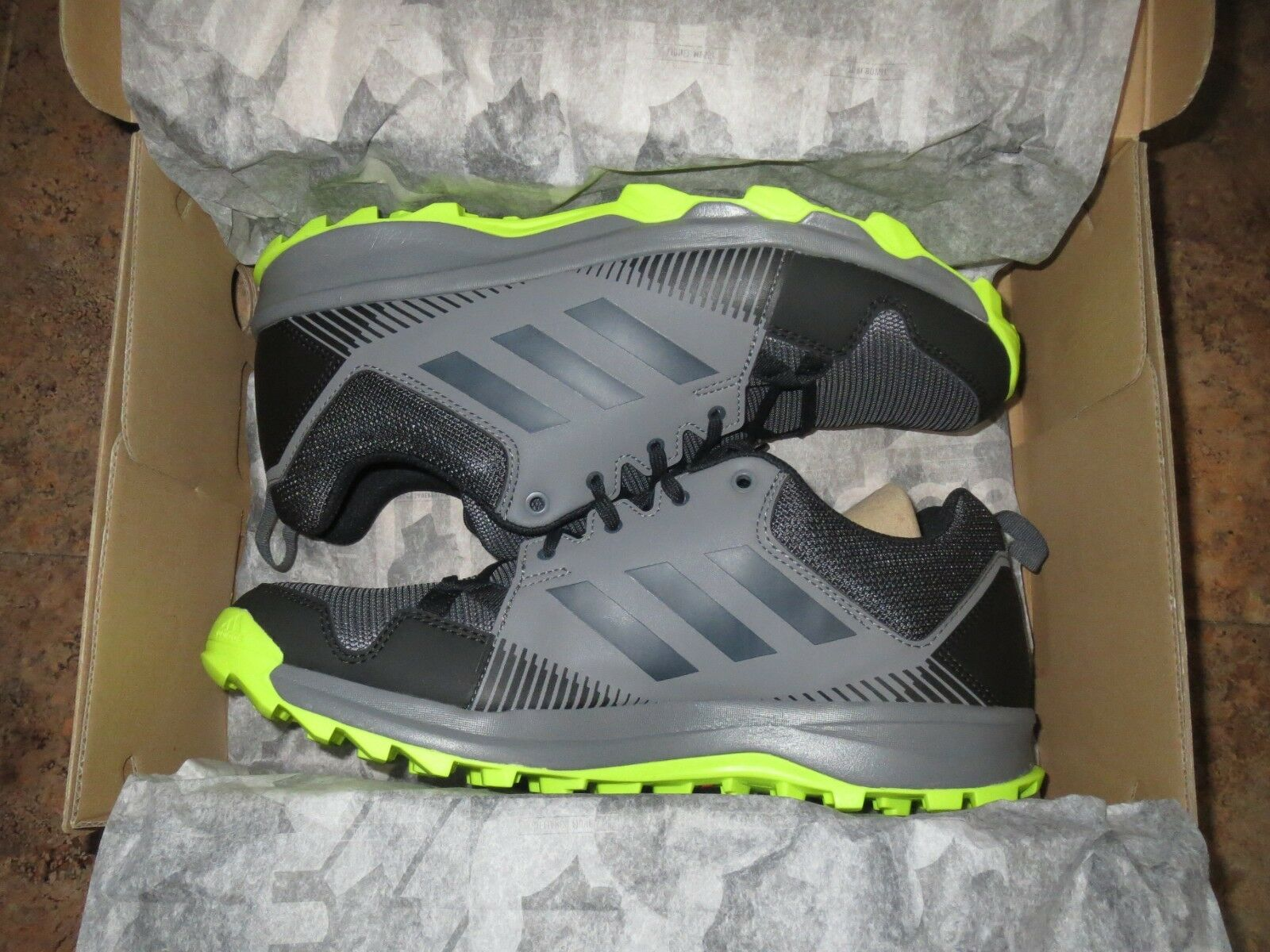 Homme ADIDAS Taille 9.5 TERREX TRACEROCKER LIGHT HIKING OUTDOOR SNEAKER NEW IN BOX