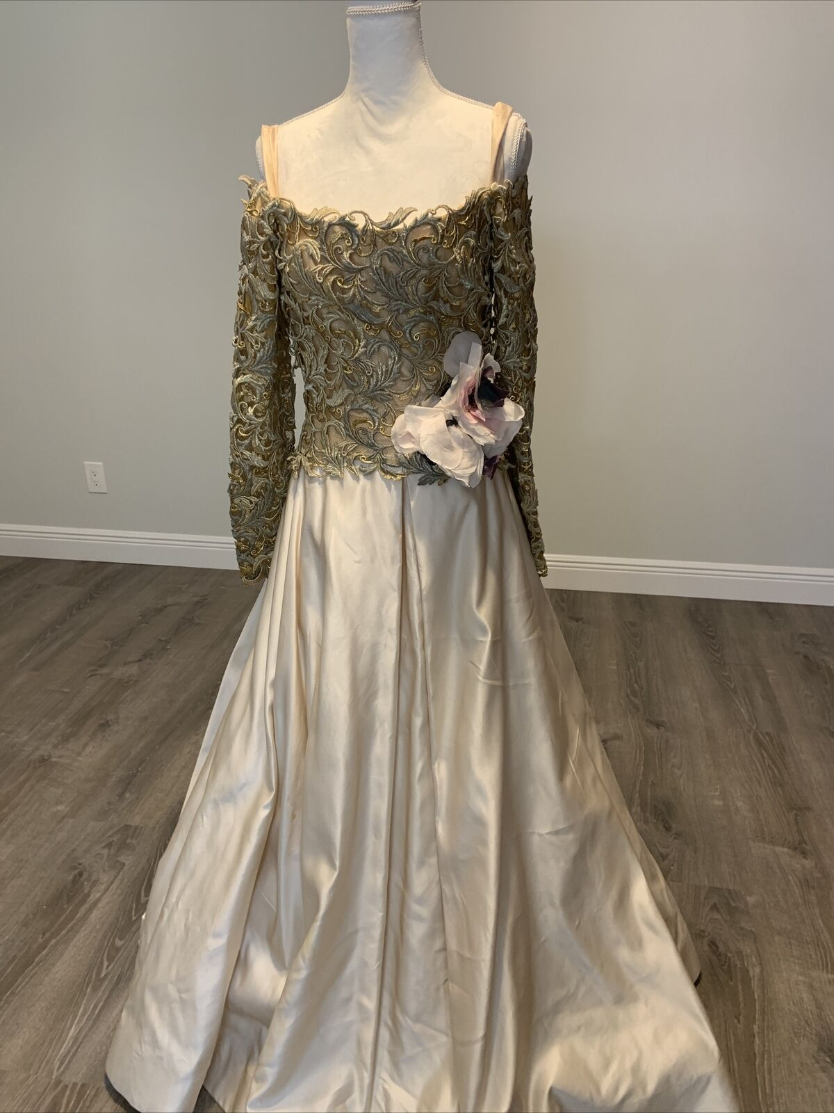 Arnold Scaasi Vtg Couture Gold Lace Gown with Ivo… - image 1