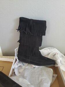 Minnetonka-3-layer-fringe-boots-size-10