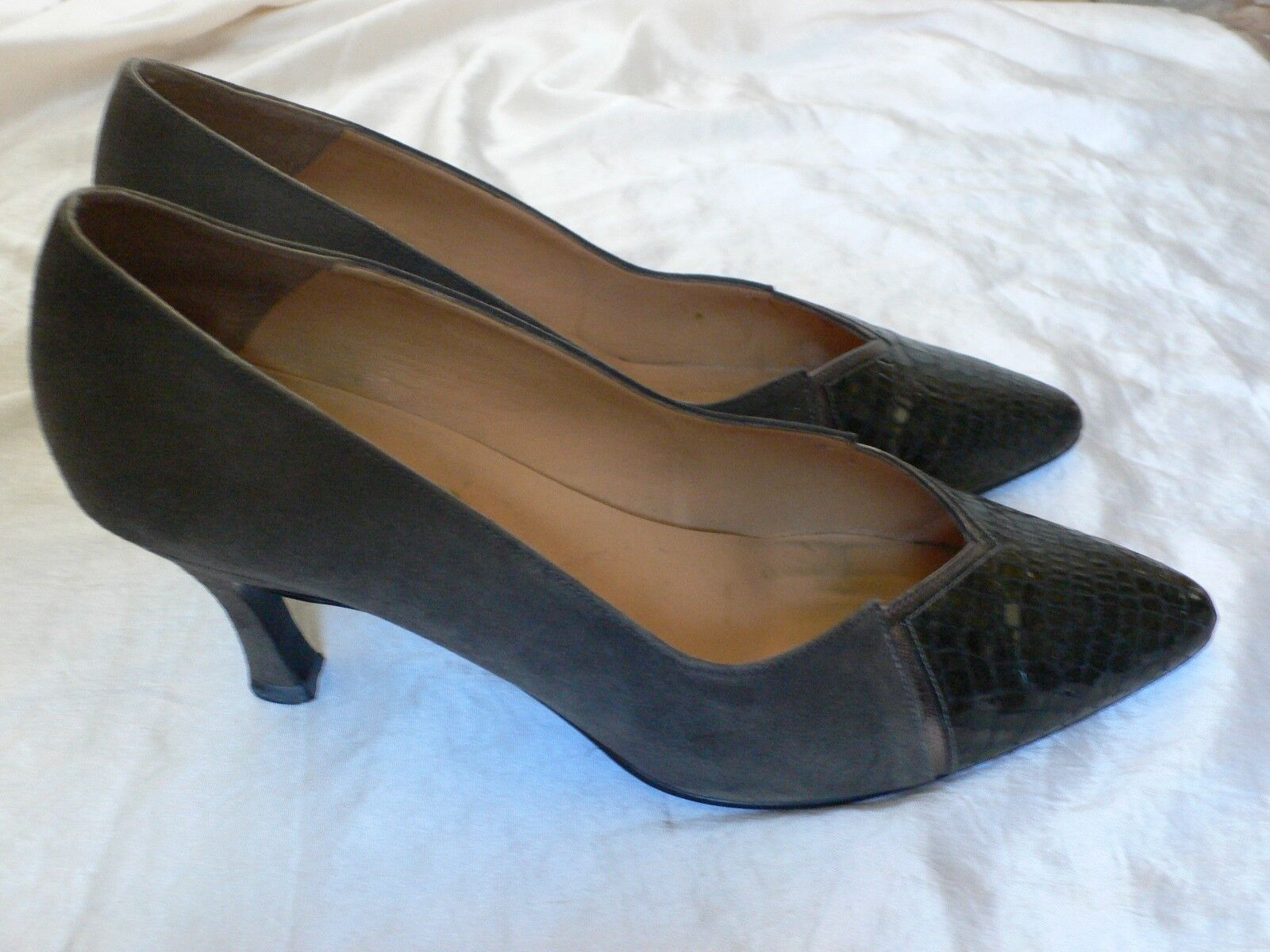 7 Grey Suede and Croc Leather 1980s 1990s Vintage shoes by Bally