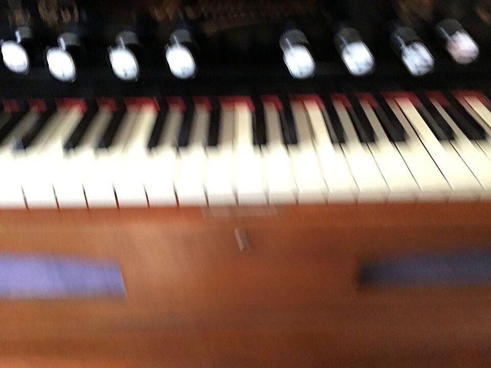 Ældre orgel gives væk eller byttes med en ramme...