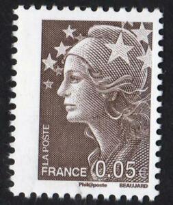 MARIANNE-N-4227-VARIETE-piquage-fortement-decale-vers-la-gauche-neuf