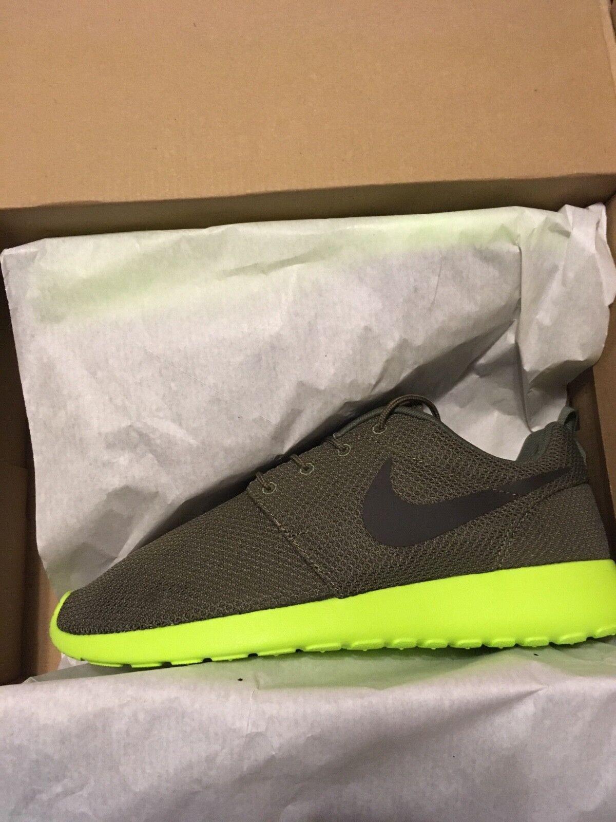 Nike Roshe Run 9.5 Tarp Green Deep Smoke-Volt Mint Brand New