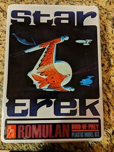 Star-Trek-Romulan-Bird-of-Prey-Plastic-Model-Kit-AMT-666-Tin-and-Poster-TOS
