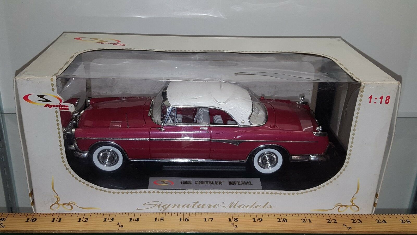 1 18 SIGNATURE MODELS 1955 CHRYSLER IMPERIAL DARK pink with WHITE TOP bd
