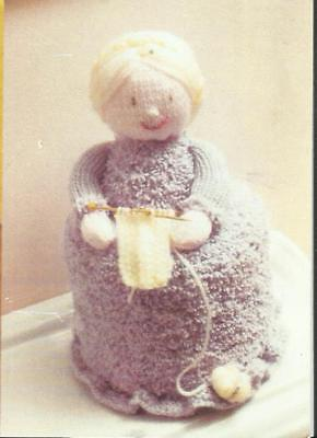 TOILET ROLL COVER  GRANNY WITH HER KNITTING    KNITTING PATTERN