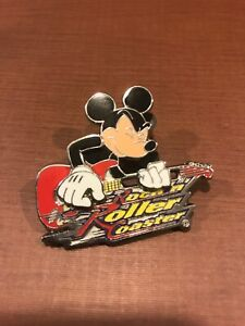 Mickey-Mouse-Rock-034-N-034-Roller-Coaster-Paying-His-Movable-Slide-Guitar-Disney-Pin