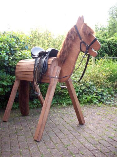 Holzpferd,Voltigierpferd mit bew.Kopf ca.110 cm Stockmass,Wetterfest,mit Halfter Holzspielzeug