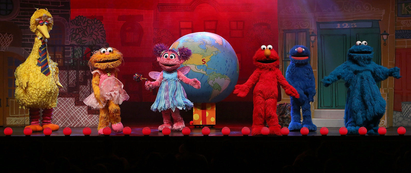 Sesame Street Live Elmo Makes Music