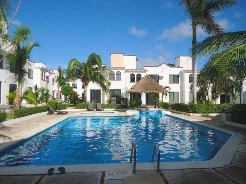 Se Renta Casa en Cancún Remodelada y Amueblada de 3 Recamaras en Fracc Porto Fino Sm 18