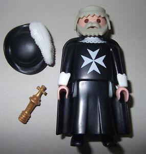 37201v, maltais, grand maître (5045), avec cape, chapeau en plume et sceptre