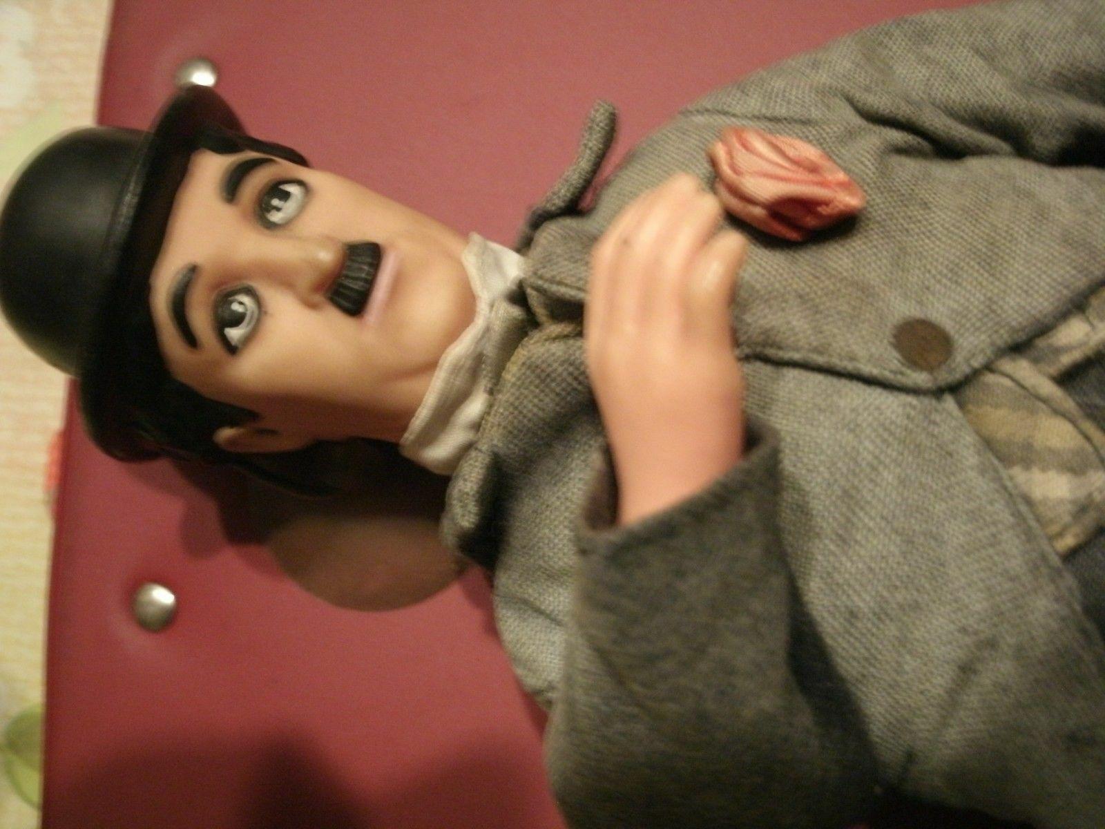 Charlot Chaplin figurine en tissu et plastique très rare