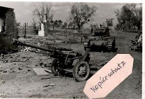 WW-2-Russland-Gretnja-42-destroyed-soviet-tank-Ratsch-Bum-034-Pz-Gren-Rgt-63-034