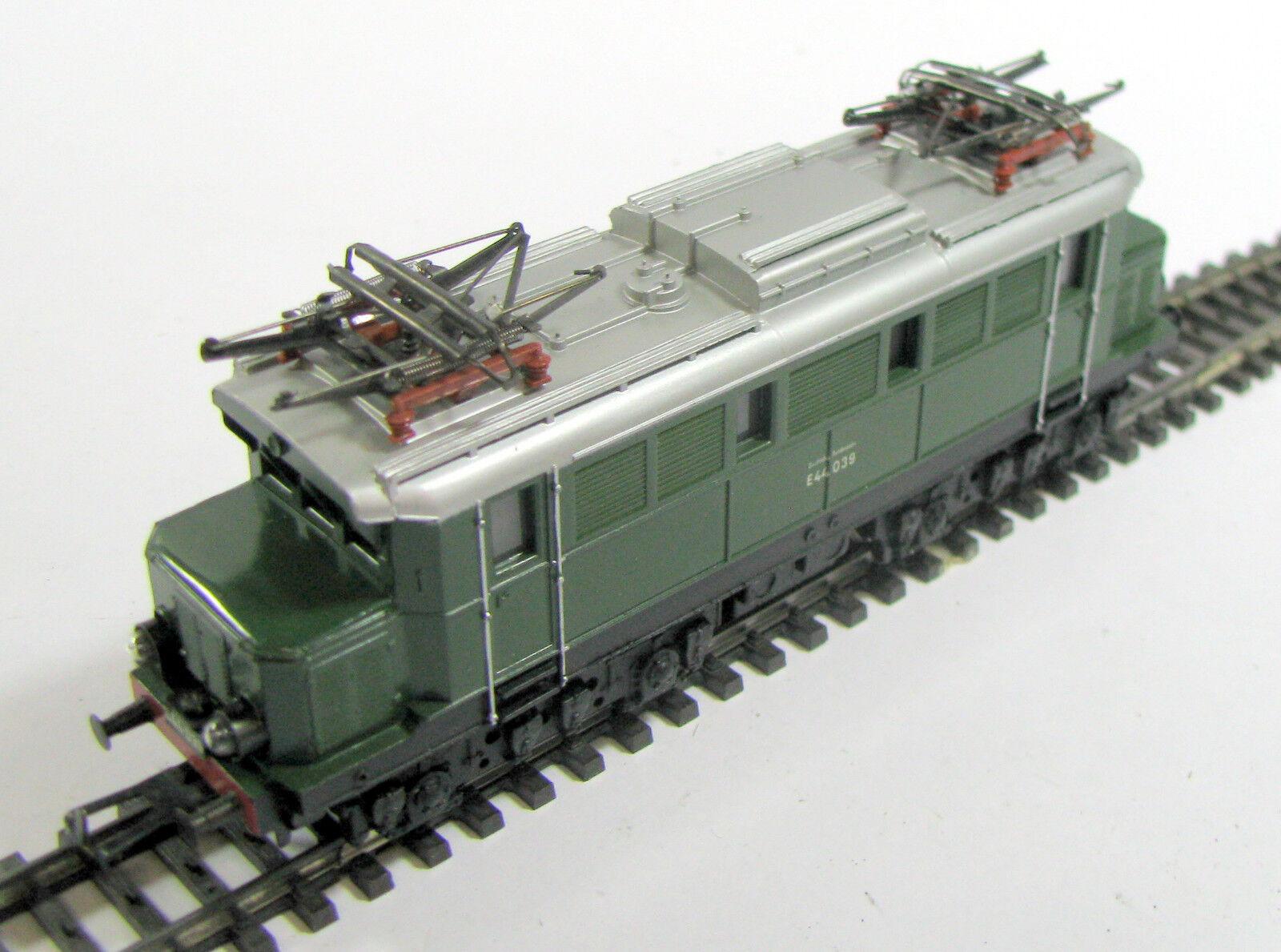 Märklin h0 3011 e Lok br e 44 de la DB examinado