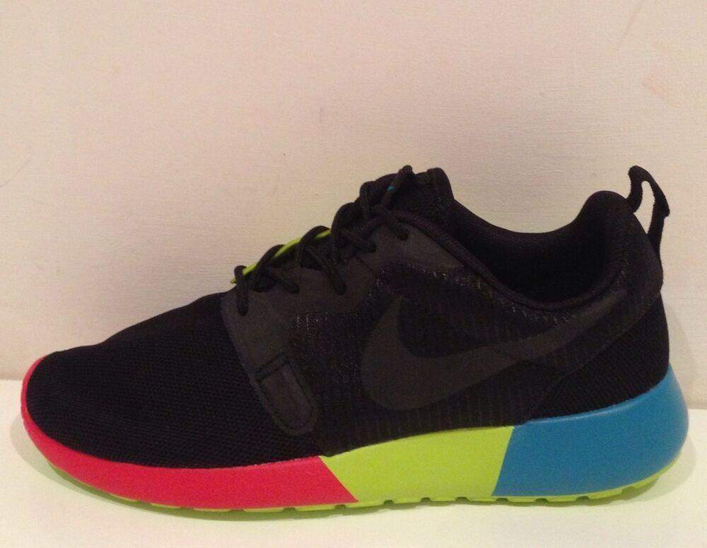 Nike Rosherun Hyperfuse taille 3.5 Entièrement neuf dans sa boîte- Chaussures de sport pour hommes et femmes