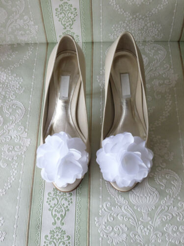 WHITE FLOWER SHOE CLIPS VINTAGE STYLE GLAMOUR