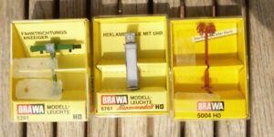 Brawa-5761-H0-Konvolut-3-Stueck-Lampe-Fahrtrichtungsanzeiger-Reklamesaeule-mit-Uhr