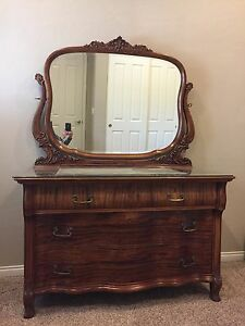Vintage Antique Mahogany Dresser W Mirror And Locking