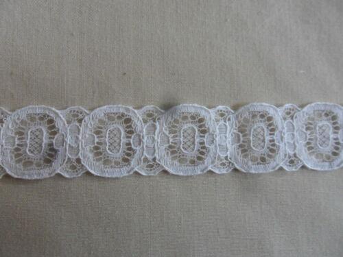 1 m Spitzenborte weiß; Breite 2,5 cm