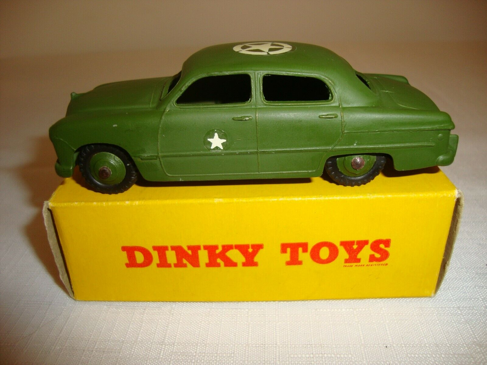 DINKY 675 FORD US ARMY STAFF CAR - EXCELLENT in original BOX